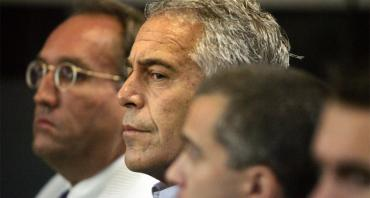 Jeffrey Epstein, center, in custody in WPB in 2008